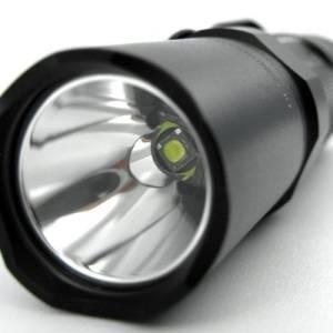 Eine speziell beschichtete Linse ist bei der Fenix LD10 R5 Taschenlampe verbaut